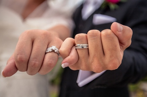 12-wedding-traditions-that-can-go10