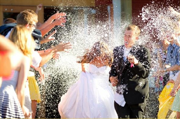 12-wedding-traditions-that-can-go12