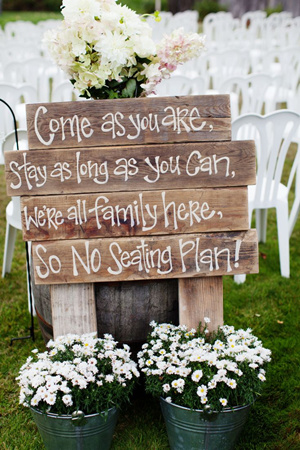 seating-plan-wedding-signs-for-outdoor-rustic-weddings