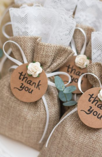 Don't know what wedding favors to give out on your big day? Here are 9 unique wedding favors that your guests are guaranteed to fall completely in love with. Your guests won't forget these!