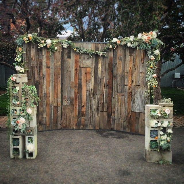 Rustic chic wedding decorations are this year's biggest trend! Not only do they look beautiful, but this rustic chic look means that you can make a majority of the items on this list without a problem. There are so many fun things you can do for your backdrop!