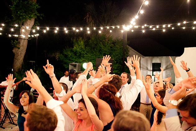 Cheap Weddings, Save Money on Weddings, How to Save Money on Weddings, Cheap Wedding Ideas, Frugal Wedding Tips, Inexpensive Wedding Ideas
