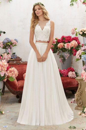 7 Beautiful Wedding Dresses Under $900| Wedding Dresses, Wedding Dress Ideas, Wedding Dress Inspiration, Inexpensive Wedding Dresses, Cheap Wedding Dresses, Beautiful Wedding Dresses, Popular Pin