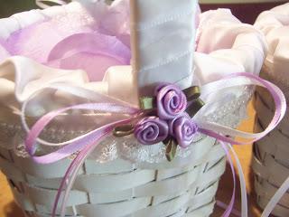 Easy to Make DIY Flower Girl Baskets| Flower Girl Baskets, DIY Flower Girl Baskets, DIY Wedding, Wedding DIY Projects, Inexpensive Wedding DIYs, Wedding Flower Girl Baskets, Popular