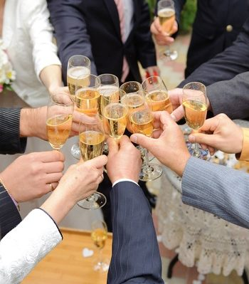 Give the Best Wedding Toast {Toast Tips for Guests} Wedding Toast Tips, How to Give the Best Wedding Toast, Wedding Reception Tips and Tricks, Wedding Toast Hacks, Things to Know When Giving A Wedding Toast, Wedding Hacks, Wedding TIps and Tricks, Popular Pin
