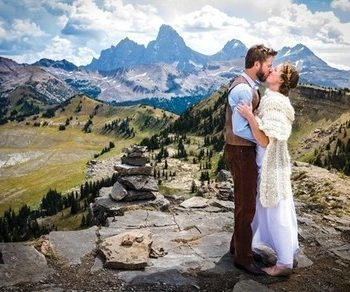 8 Super Affordable Places to Get Married (U.S. Edition) Places to Get Married, Wedding Venues, United States Wedding Venues, Cheap Wedding Venues, Stateside Wedding Venues, Popular Pin