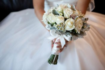 Find a Florist You'll Love (And Who Won't Break the Bank) | Wedding Flowers, Save Money On Flowers, Wedding Floral Tips, Wedding Budget, Wedding Budgeting