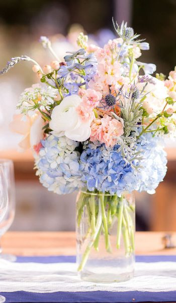 Find a Florist You'll Love (And Who Won't Break the Bank)| Wedding Flowers, Save Money On Flowers, Wedding Floral Tips, Wedding Budget, Wedding Budgeting #Wedding #WeddingBudget #WeddingFlowers