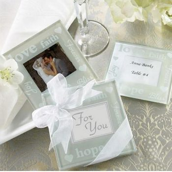 10 Wedding Favor Ideas That Won't Break Your Bank | Wedding Favors, Wedding Favor Tips and Tricks, DIY Wedding Favors, Inexpensive Weddings, Inexpensive Wedding Favors, Wedding Party Favors