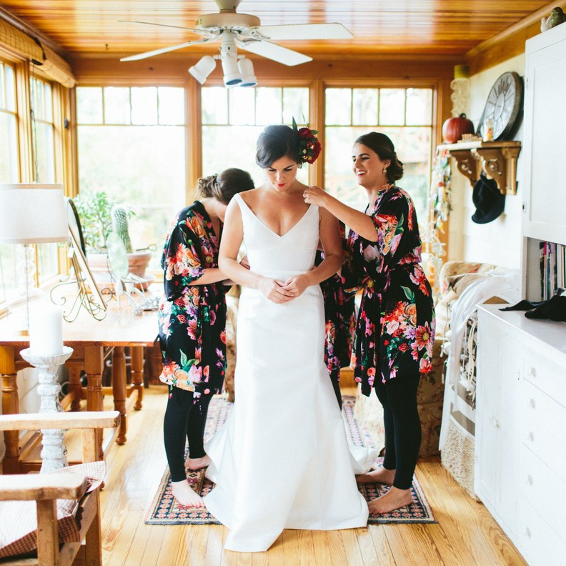 How to Throw a Wedding With a $3,000 Budget| Budget Wedding, Budget Wedding Ideas, Wedding Ideas, Cheap Wedding, Cheap Wedding Favors, Budget Wedding Reception, DIY Wedding, DIY Wedding Ideas