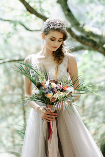 Are you looking for gorgeous boho wedding dress inspiration? Whether you're planning a wedding or just drooling over someone else's incredible boho wedding, here is a convenient list of beautiful boho wedding dresses. You will love it!