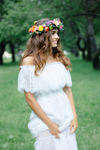 Are you looking for gorgeous boho wedding dress inspiration? Whether you're planning a wedding or just drooling over someone else's incredible boho wedding, here is a convenient list of beautiful boho wedding dresses. Check it out!