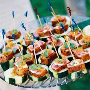 Backyard Weddings | Backyard Wedding Ideas | Save Money with a Backyard Wedding | Backyard Wedding Tips and Tricks | Backyard Wedding Ideas to Save Money