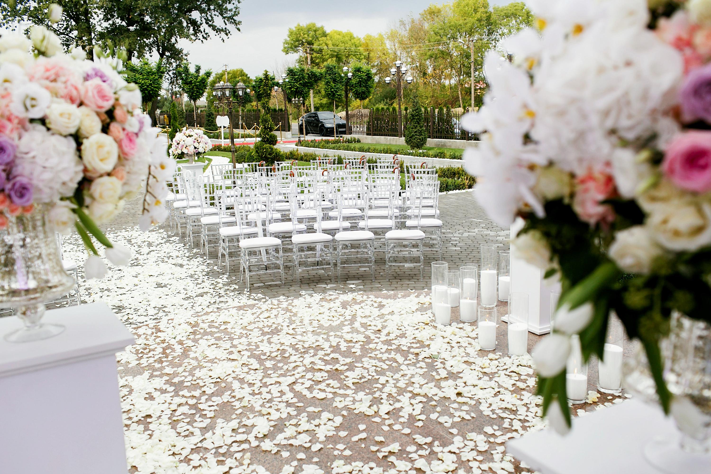 large wedding | wedding planning | planning a large wedding | weddings | big weddings | personalize your wedding