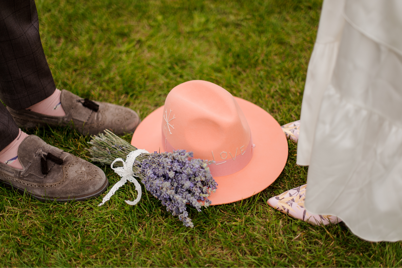 should you wear a hat to a wedding | wedding | wedding attire | wedding etiquette | wedding accessories | hats | weddings| fashion