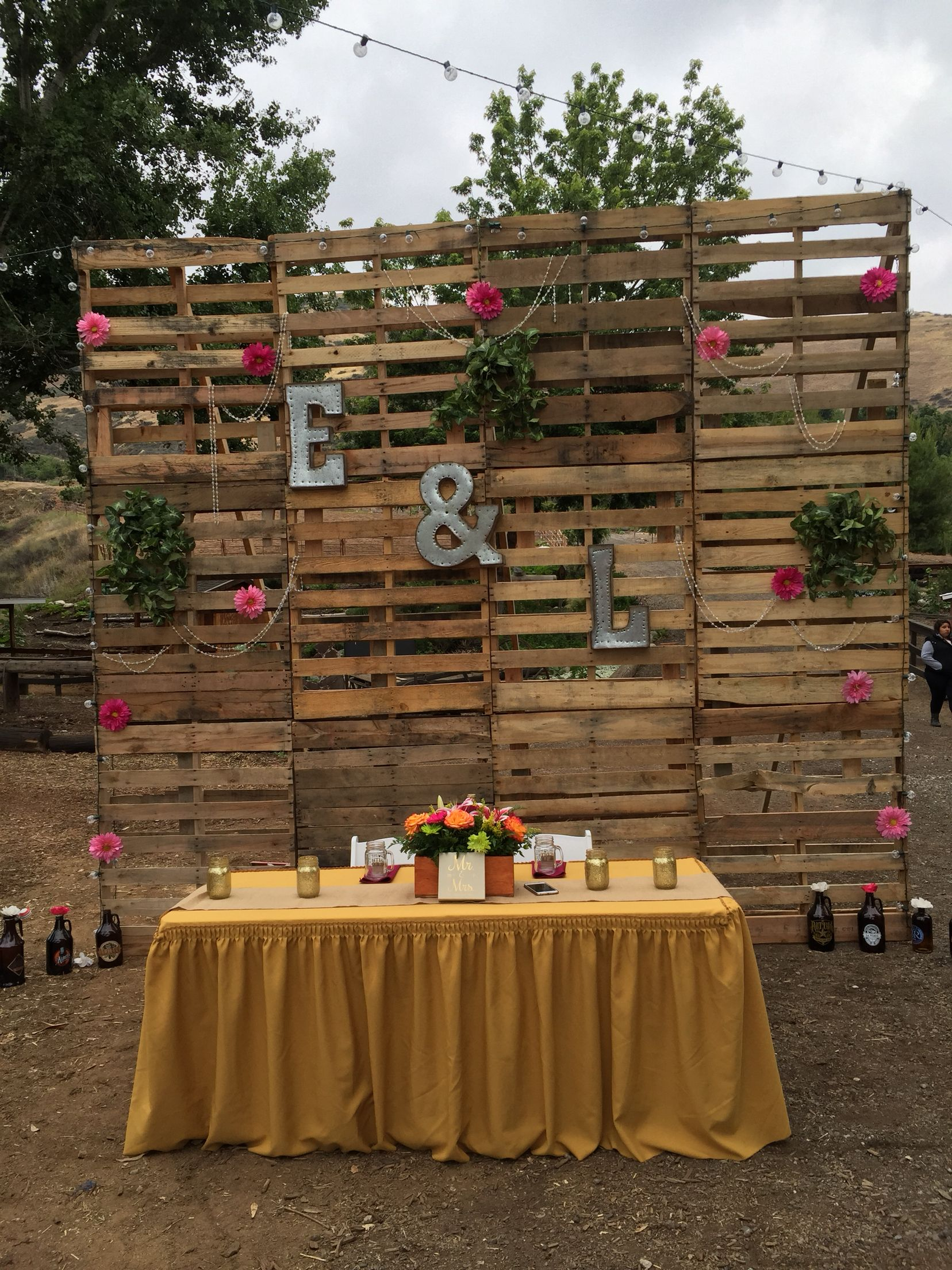 Pallet wood makes the perfect backdrop to any rustic wedding. Here are some amazing country barn reception decor that will look incredible!