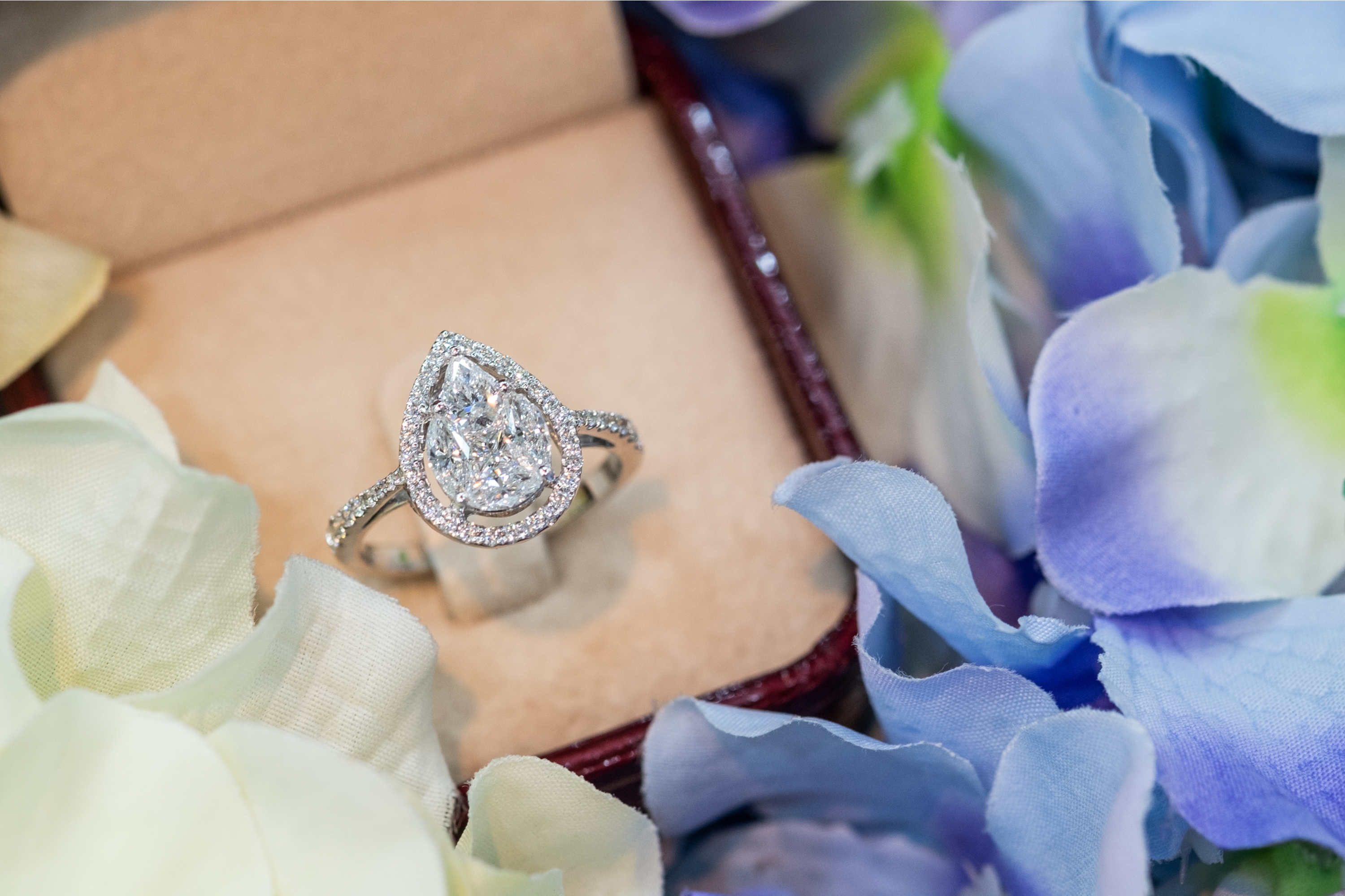 If you're looking for the perfect engaagement rights look no further than a seamless halo engagement ring