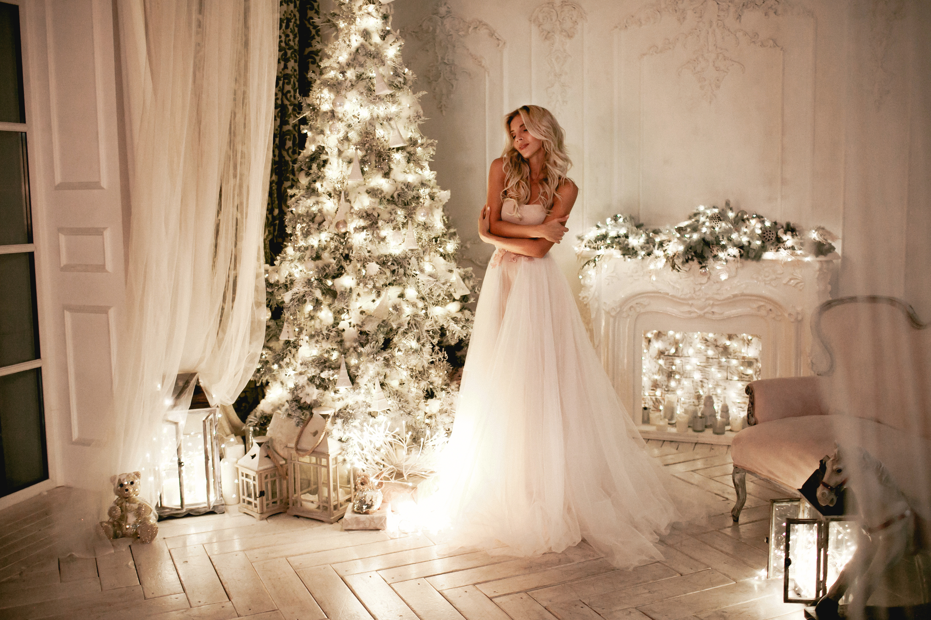 There is nothing more magical than a beautiful Christmas wedding. Check out these DIY Christmas wedding decorations. Everyone will love them.