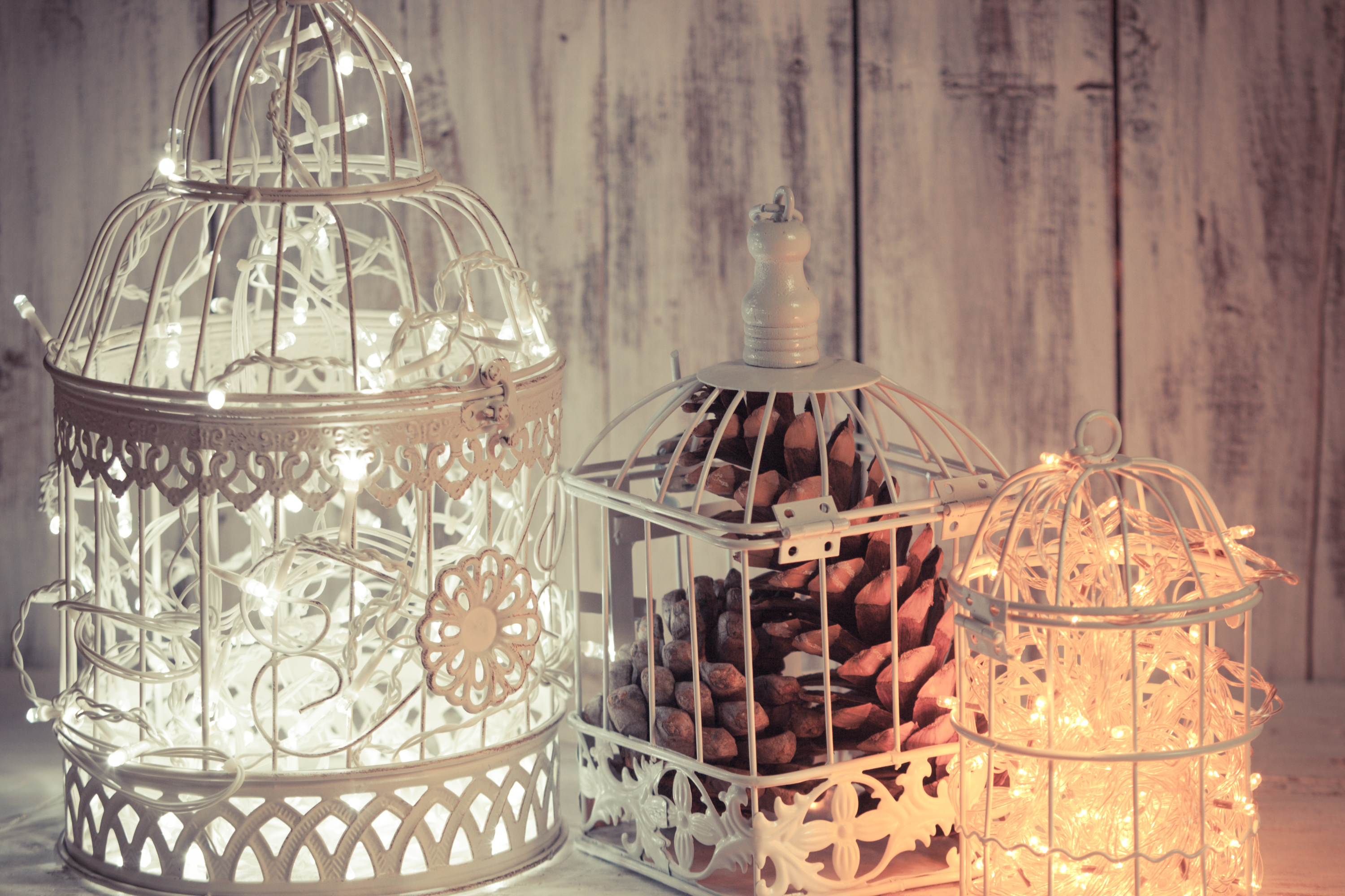 It's easy to spend money in the winter, especially if you have your wedding in the winter time. Between the holidays and your wedding, you'll want to save where you can. Check out these DIY Christmas wedding decorations! They're beautiful and cheap.