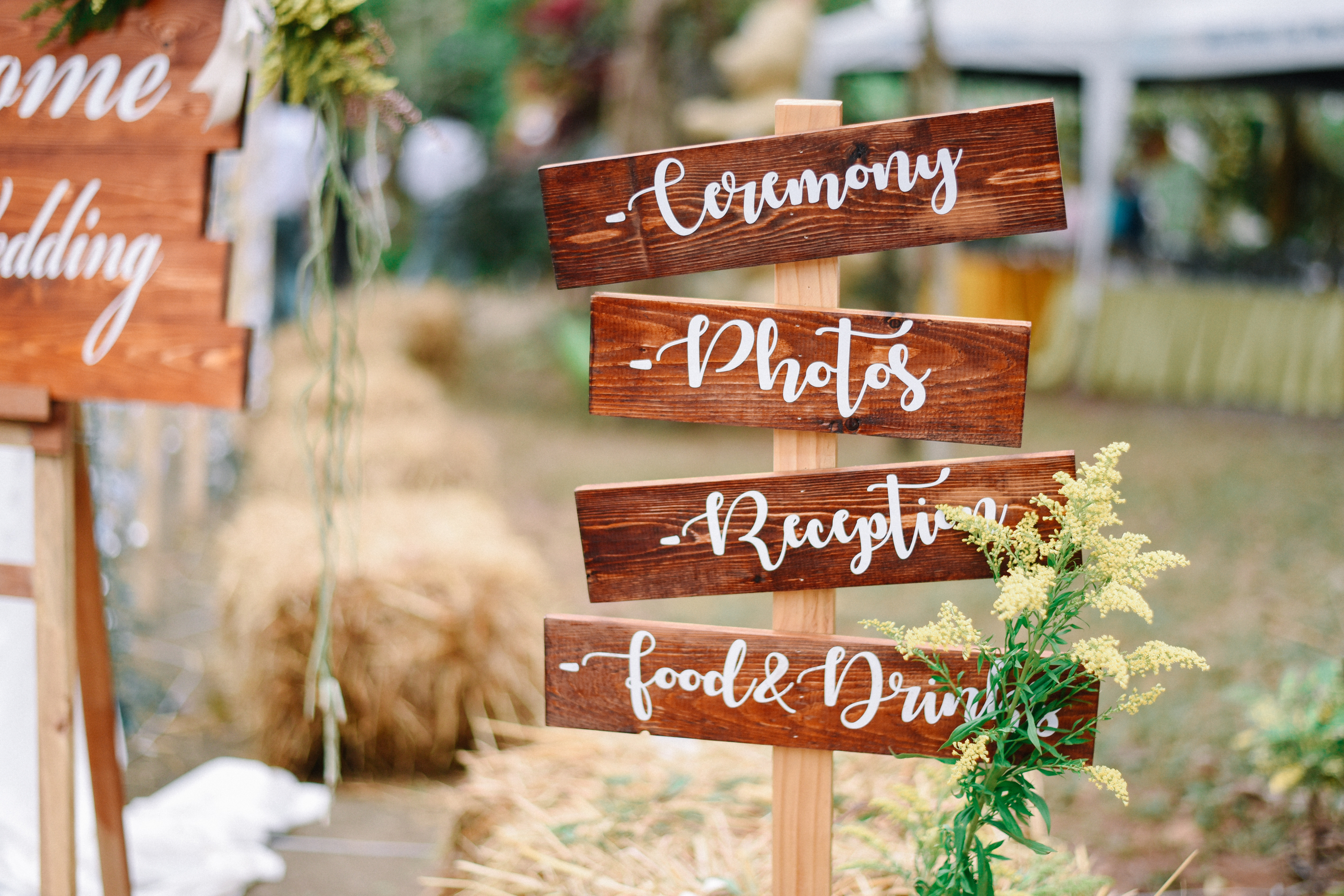 Pallet wood is a must if you're having a rustic, country wedding. Check out all of our country barn reception decor ideas here! You'll love them!