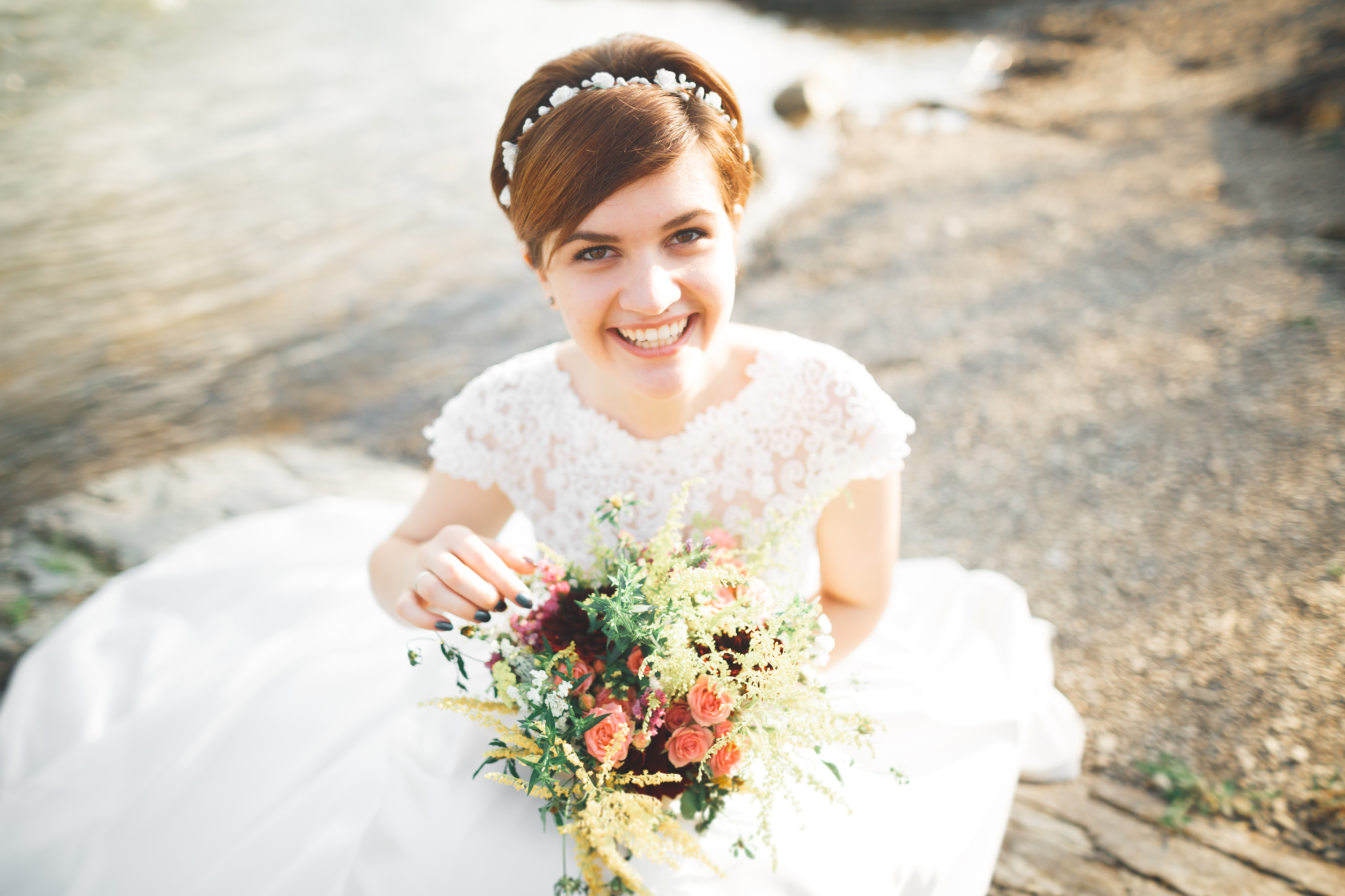 It can be tricky to find a hairstyle for your wedding if you have short hair. Try using a cute headband to help you style it.