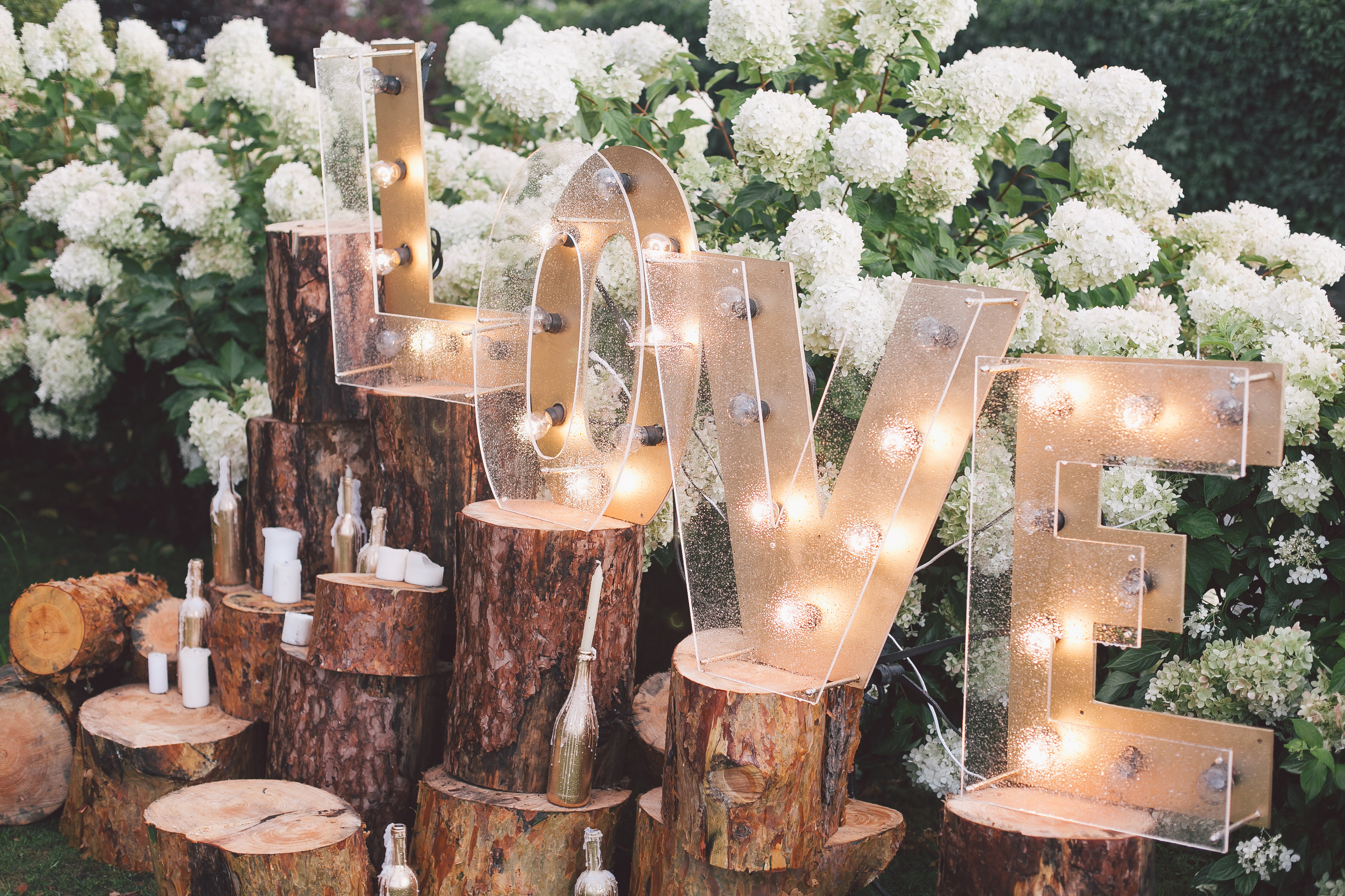 Planning a wedding is one of the most stressful things you have to do. These are wedding hacks that every bride should know.