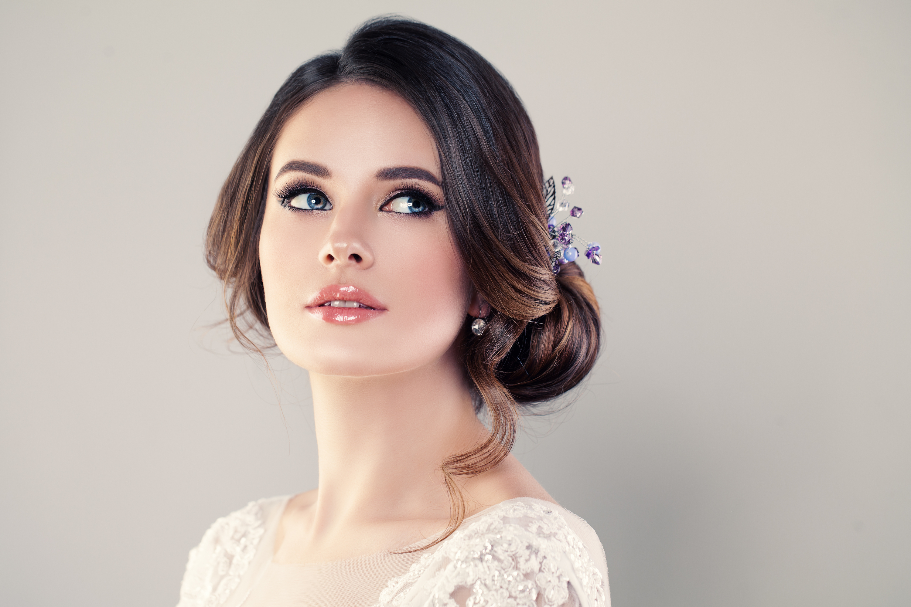 Everyone knows you need to change your makeup based on the time of year it is. If you're planning a winter wedding, make sure you know these winter wedding makeup tips.