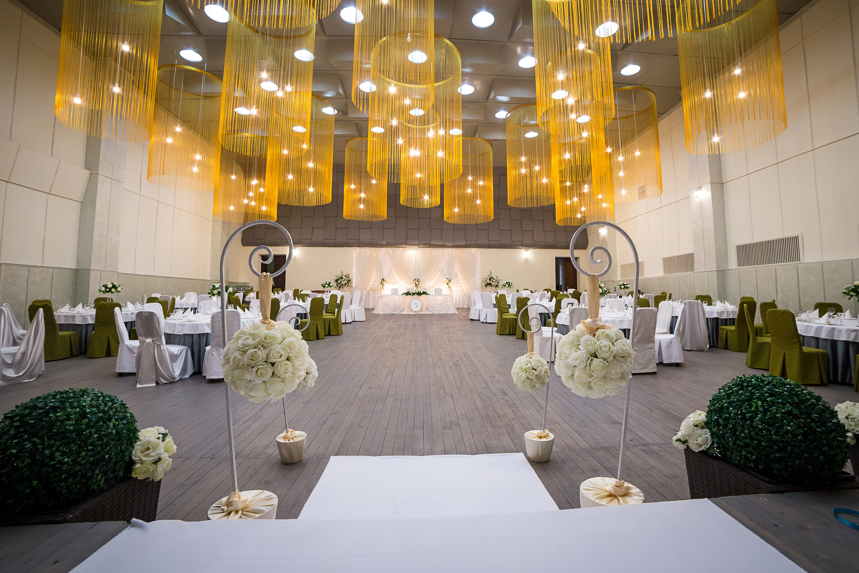 Picking your wedding venue can be the most stressful part of wedding planning. Here are 5 things to go over when picking out your wedding venue.