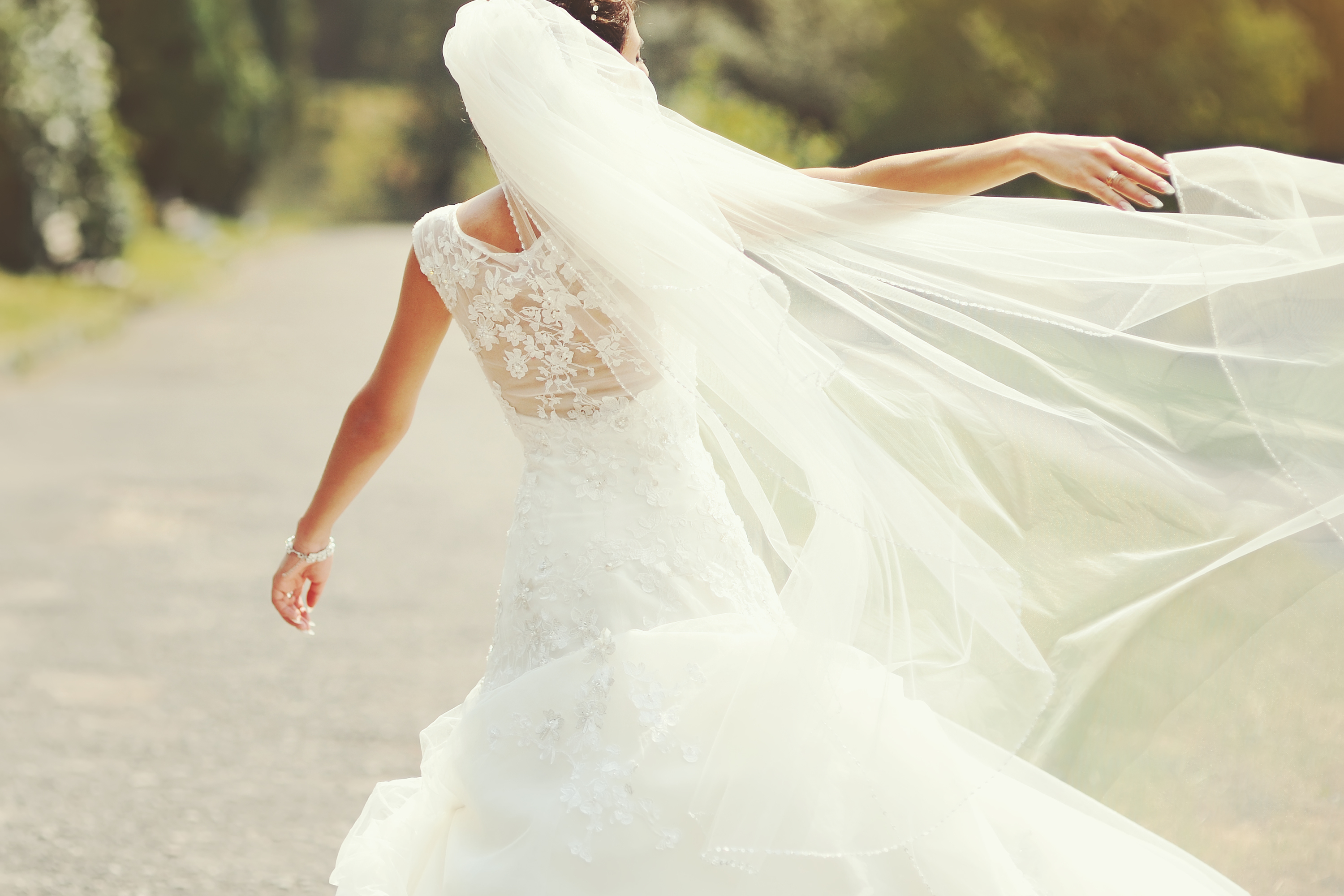 Picking the perfect veil for your wedding can be overwhelming. My guide to veil lengths will help you decide which is right for you. Having a full length veil can really help dress up the back of your dress.