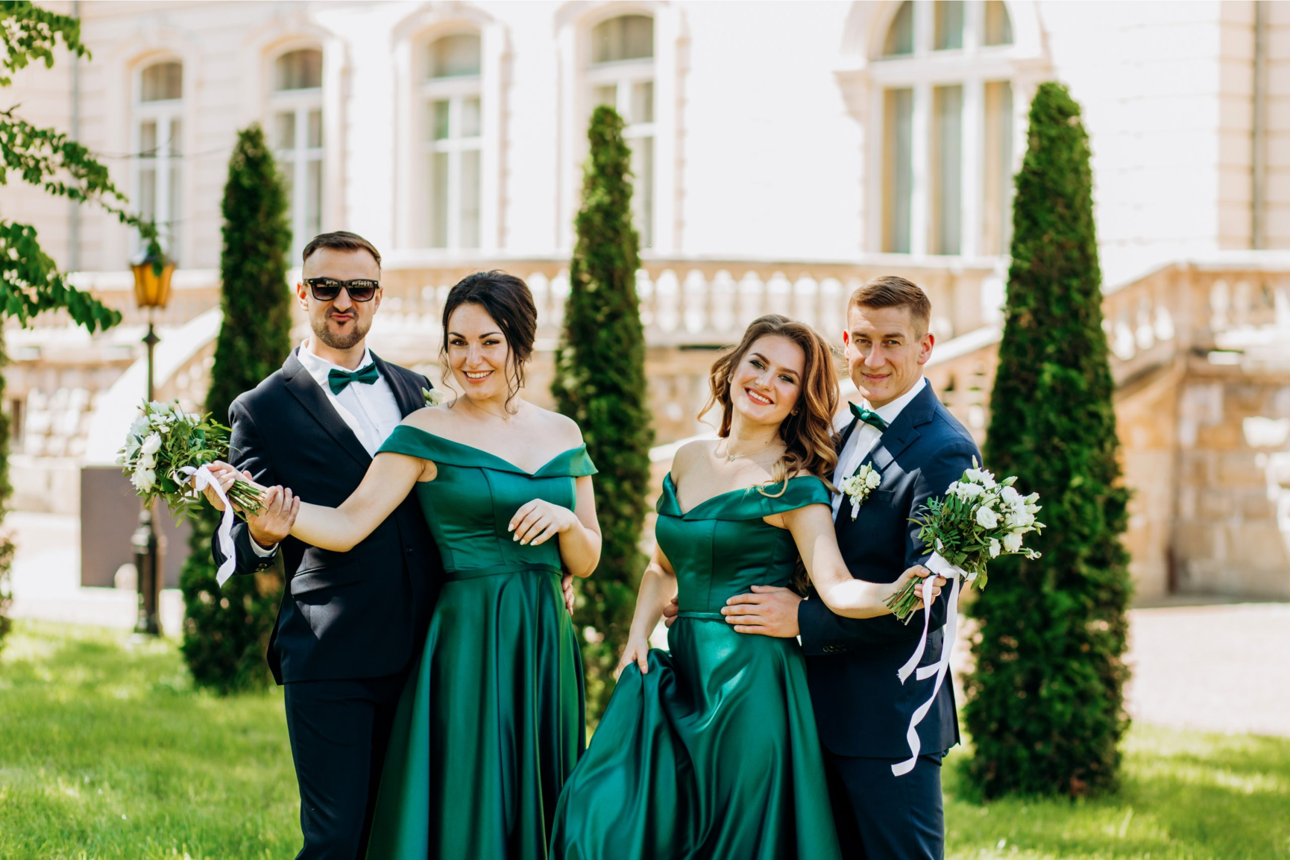 Emerald Green is one of my favorite colors for wedding color schemes because it is truly one of the most elegant colors out there.  And the best thing about it is that it looks positively gorgeous in almost any season or setting. Even bridesmaid dresses are gorgeous in emerald green.