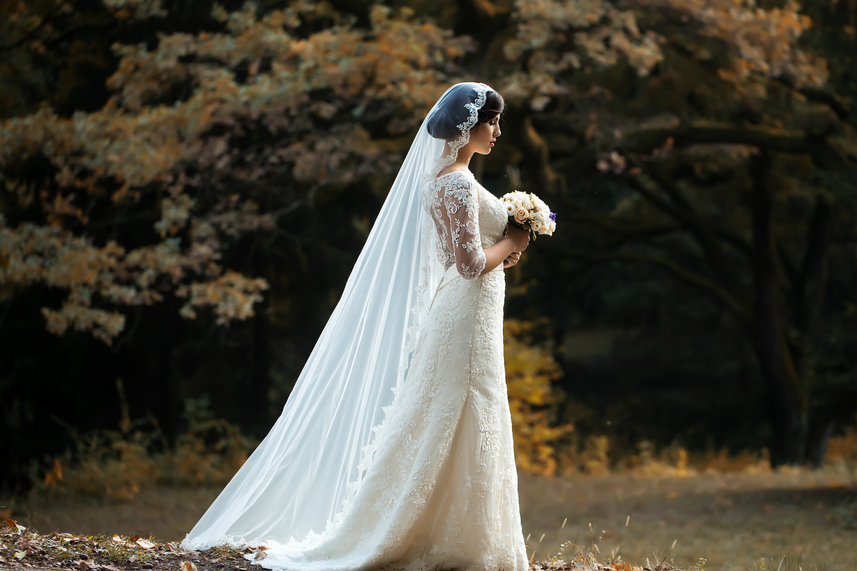 Picking the perfect veil for your wedding can be overwhelming. My guide to veil lengths will help you decide which is right for you. Cathedral veils are absolutely stunning.