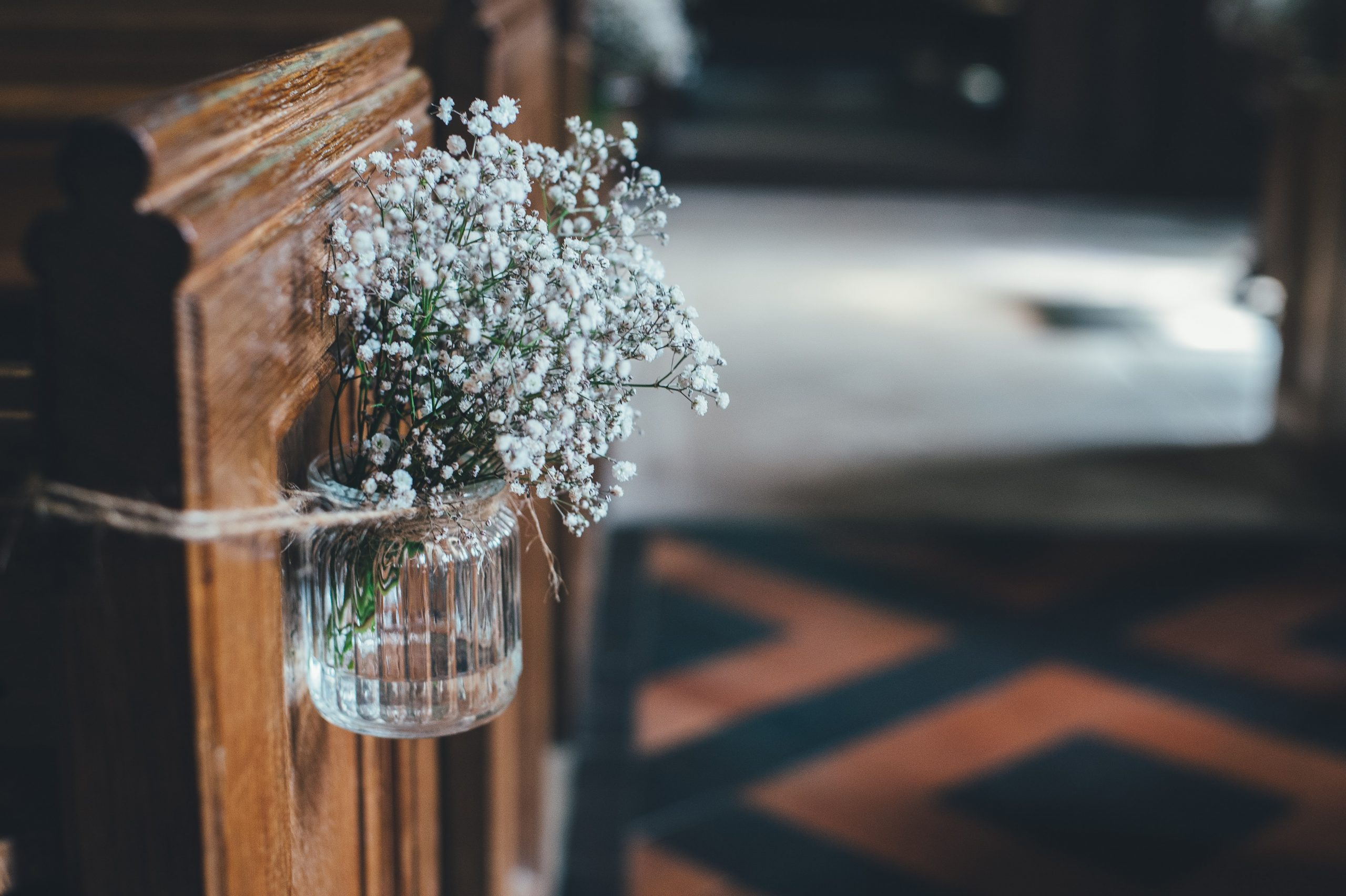 Rustic chic wedding decorations are this year's biggest trend! Not only do they look beautiful, but this rustic chic look means that you can make a majority of the items on this list without a problem. I mean, how cute are these flower vases?