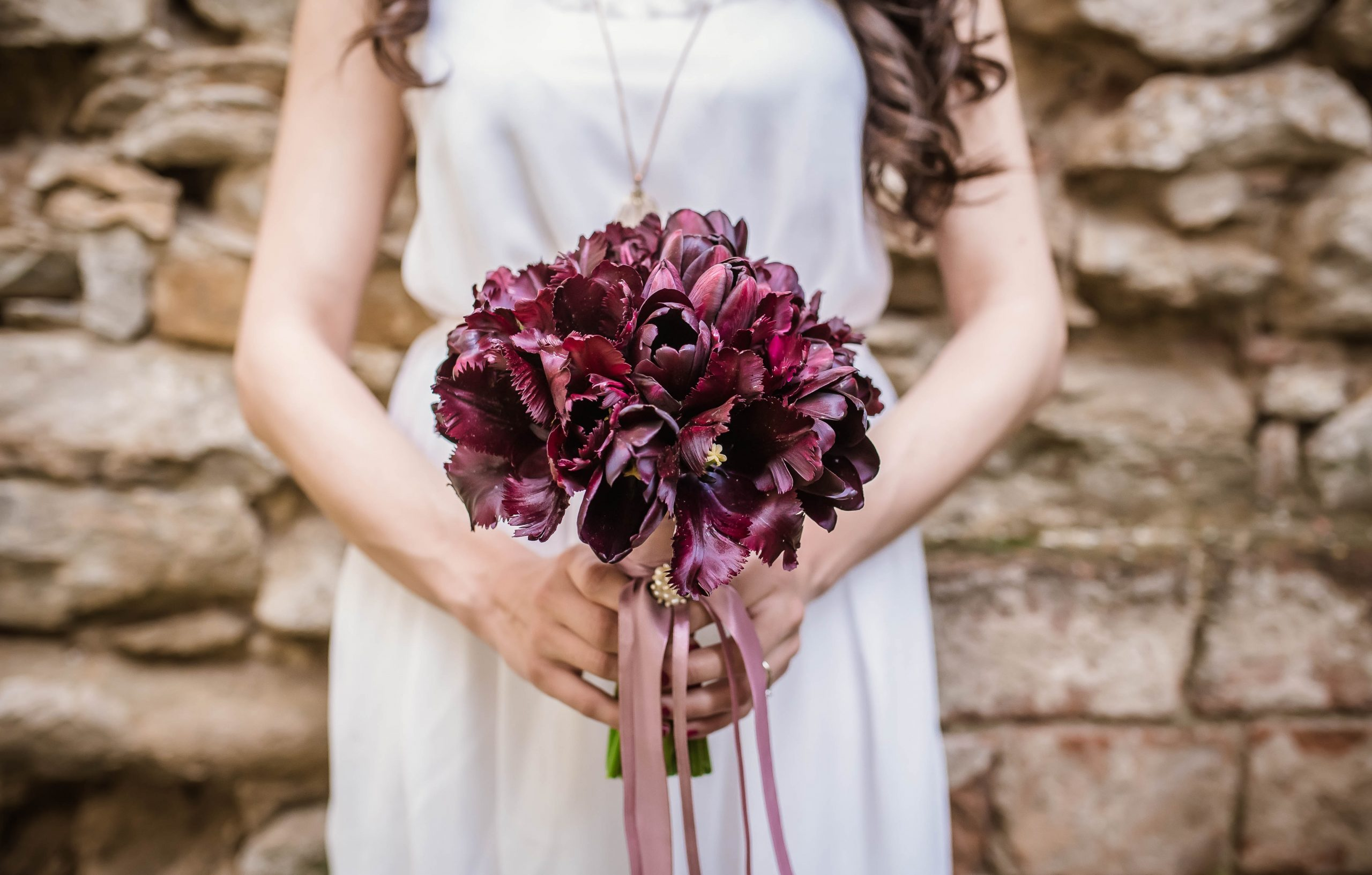 Rustic chic wedding decorations are this year's biggest trend! Not only do they look beautiful, but this rustic chic look means that you can make a majority of the items on this list without a problem. Even the color schemes are amazing!