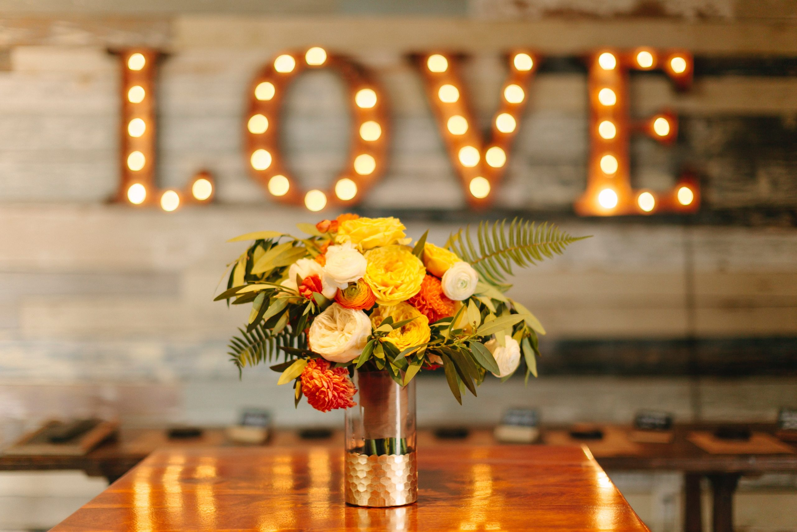 Rustic chic wedding decorations are this year's biggest trend! Not only do they look beautiful, but this rustic chic look means that you can make a majority of the items on this list without a problem. You can make your centerpieces as elaborate or simple as you want!