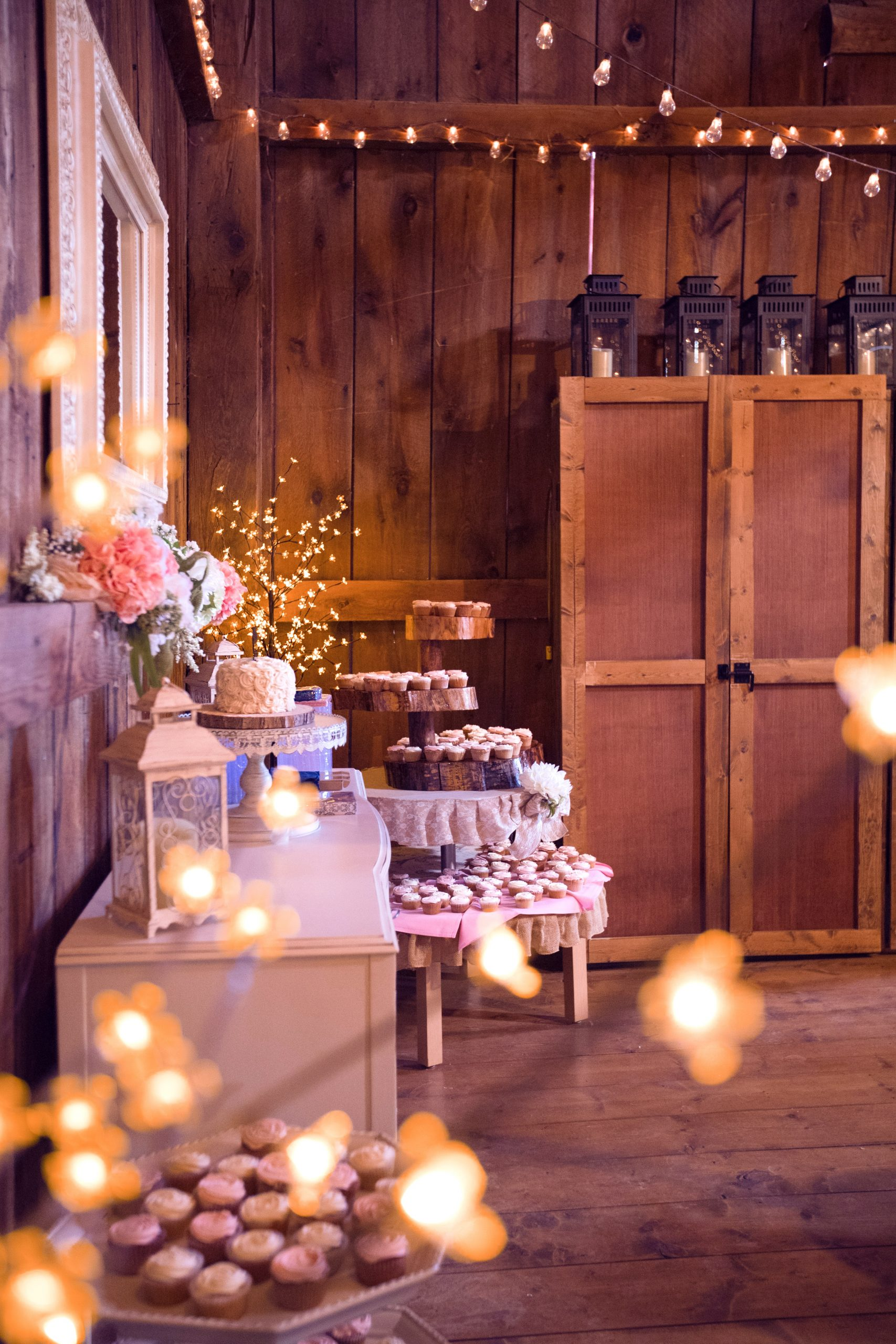 Rustic chic wedding decorations are this year's biggest trend! Not only do they look beautiful, but this rustic chic look means that you can make a majority of the items on this list without a problem. You will love the way your reception looks!