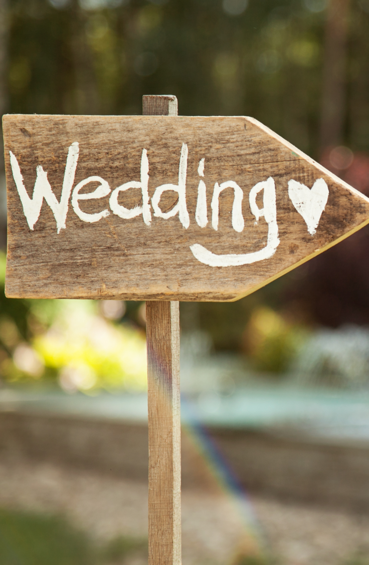 Starting off a partnership in wedding debt is no way to start a marriage. That's why I believe everyone should set a wedding budget. Here are some stylish budget wedding ideas so you can have the wedding of your dreams at an affordable cost. Check them out!
